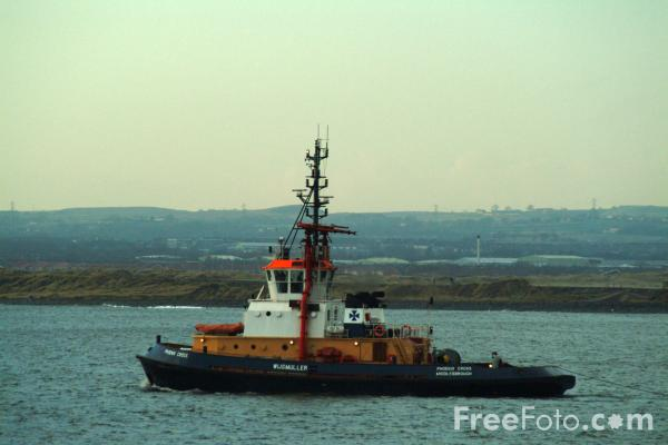 Picture of Tug at work, River Tees, Teesmouth - Free Pictures - FreeFoto.com