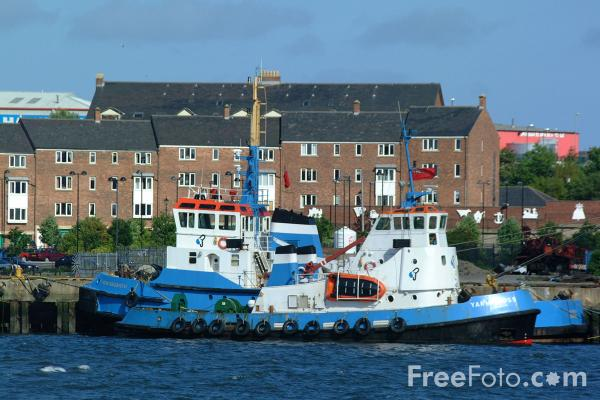 Picture of Tugs, River Tyne, South Shields - Free Pictures - FreeFoto.com
