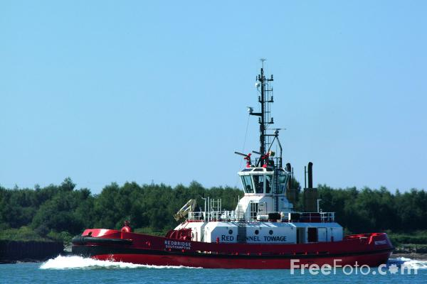 Picture of Red Funnel Towage, The Solent, Southampton - Free Pictures - FreeFoto.com