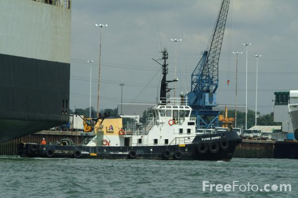 Picture of Tug at work, Port of Southampton - Free Pictures - FreeFoto.com