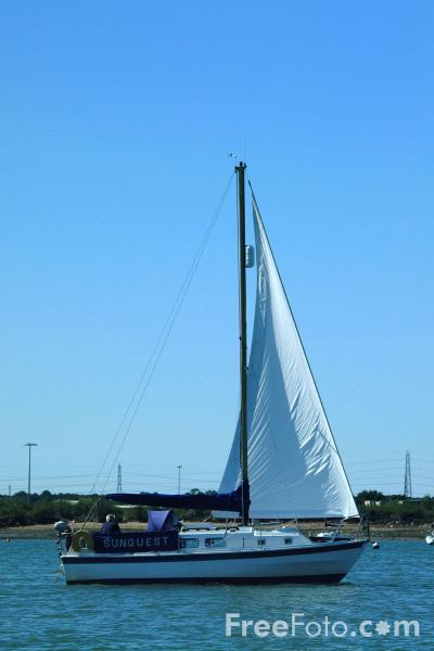Picture of Sailing, River Solent - Free Pictures - FreeFoto.com