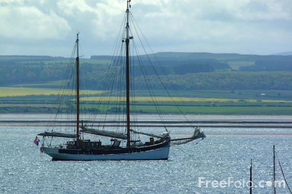 Picture of Sailing Ship, Holy Island, Northumberland - Free Pictures - FreeFoto.com