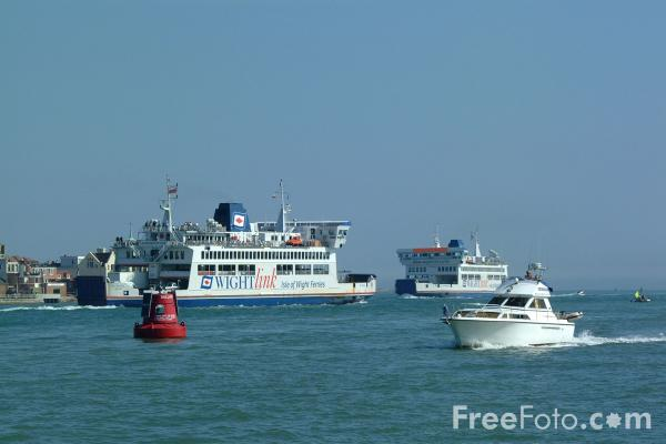 Picture of Isle of Wight Ferries - Free Pictures - FreeFoto.com