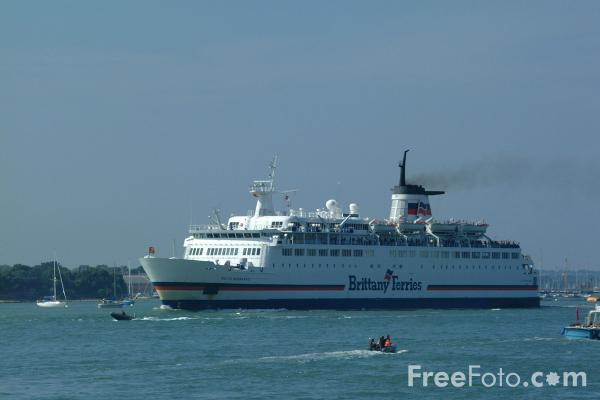Picture of Brittany Ferries Duc de Normandie leaves Portsmouth Harbour - Free Pictures - FreeFoto.com