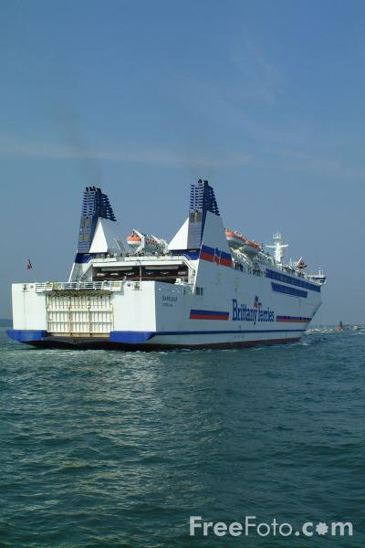 Picture of Brittany Ferries Barfleur enters Poole Harbour - Free Pictures - FreeFoto.com