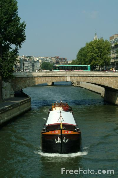 Picture of Barge, River Seine, Paris, France - Free Pictures - FreeFoto.com