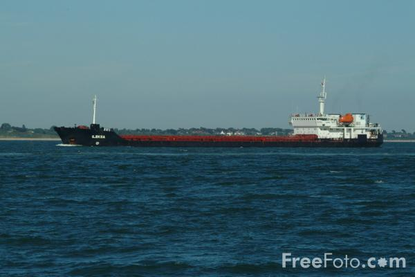 Picture of Cargo Ship, The Solent, Southampton - Free Pictures - FreeFoto.com