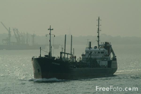 Picture of Small Oil Tanker Whitmariner - Free Pictures - FreeFoto.com