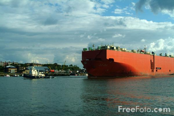 Picture of Car Carrier - Free Pictures - FreeFoto.com