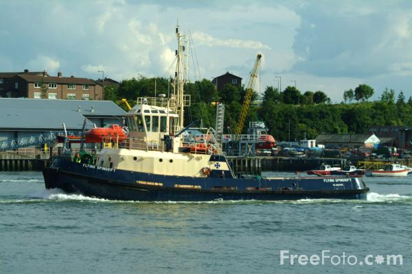 Picture of Tug, River Tyne - Free Pictures - FreeFoto.com