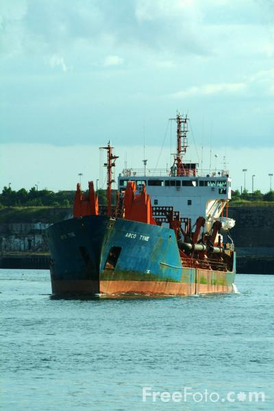 Picture of Trailing suction hopper dredger - Free Pictures - FreeFoto.com