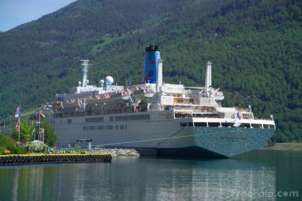 Picture of Thomson Celebration cruise ship - Free Pictures - FreeFoto.com