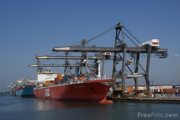 Picture of Container Terminal - Free Pictures - FreeFoto.com