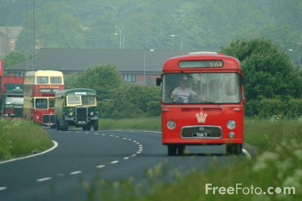 Picture of Vintage Bus - Free Pictures - FreeFoto.com
