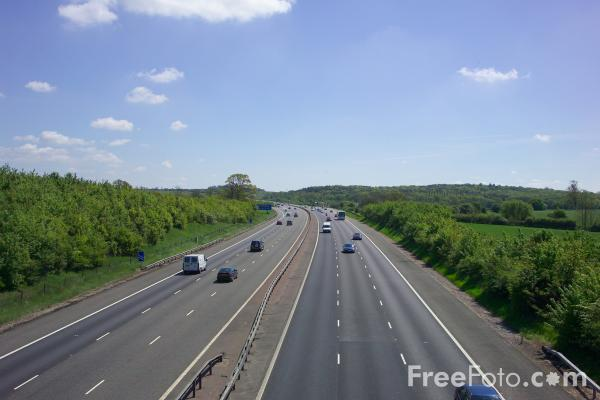 Picture of M40 Motorway - Free Pictures - FreeFoto.com
