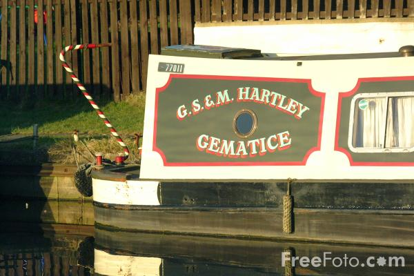 Picture of Canal Boat, Bingley Five Rise, North Yorkshire - Free Pictures - FreeFoto.com