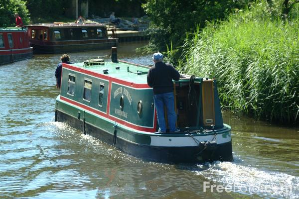 Picture of Narrow Boat, Foulridge Wharf, Leeds and Liverpool Canal - Free Pictures - FreeFoto.com