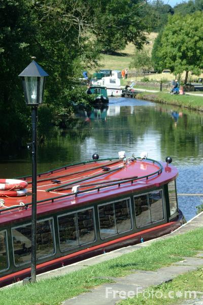 Picture of Foulridge Wharf, Leeds and Liverpool Canal - Free Pictures - FreeFoto.com