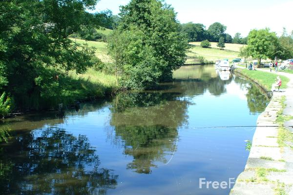 Picture of Foulridge, Leeds and Liverpool Canal - Free Pictures - FreeFoto.com