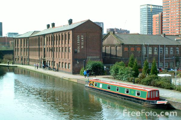 Picture of Holliday Wharf on the Birmingham Canal Navigation. - Free Pictures - FreeFoto.com