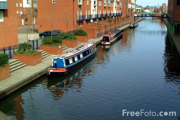 Picture of Narrow boats on the Birmingham Canal Navigations. - Free Pictures - FreeFoto.com