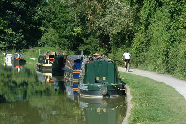Picture of Narrow boats on the Kennet and Avon Canal, Bradford on Avon. - Free Pictures - FreeFoto.com
