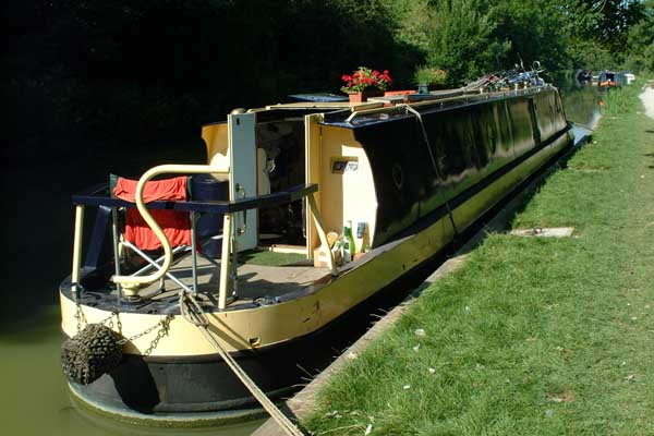 Picture of Narrow boat on the Kennet and Avon Canal, Bradford on Avon. - Free Pictures - FreeFoto.com