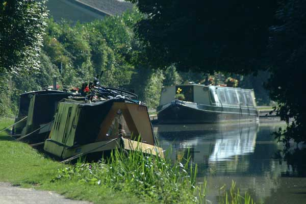 Picture of Canal boats on the Kennet and Avon Canal, Bradford on Avon. - Free Pictures - FreeFoto.com