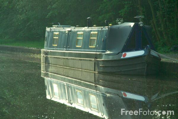 Picture of Trent & Mersey Canal, Rugeley, Staffordshire - Free Pictures - FreeFoto.com