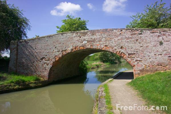 Picture of Bridge, Grand Union Canal - Free Pictures - FreeFoto.com