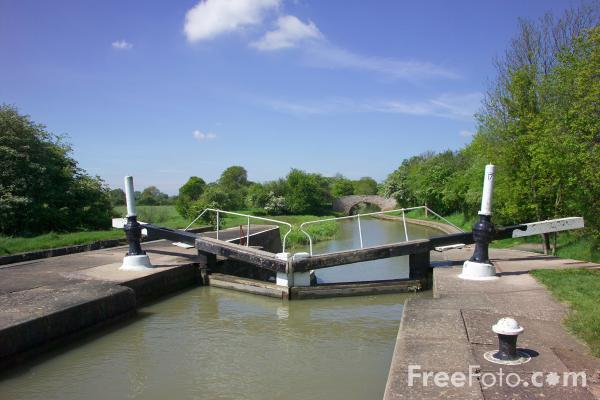 Picture of Lock, Grand Union Canal - Free Pictures - FreeFoto.com