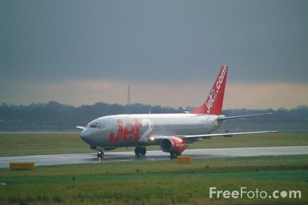 Picture of Jet2 Boeing 737-377 G-CELF - Free Pictures - FreeFoto.com