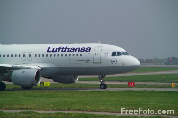 Picture of Lufthansa Airbus A320-211 D-AIQA - Free Pictures - FreeFoto.com