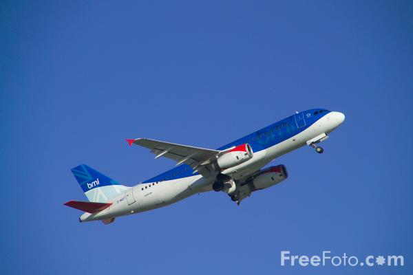Picture of BMI British Midland Airbus A320-232 G-MIDT - Free Pictures - FreeFoto.com