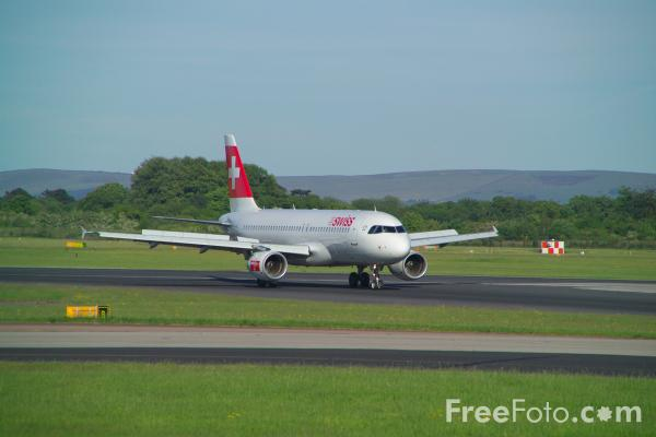 Picture of Swiss Airlines Airbus A320-214 HB-IJN - Free Pictures - FreeFoto.com