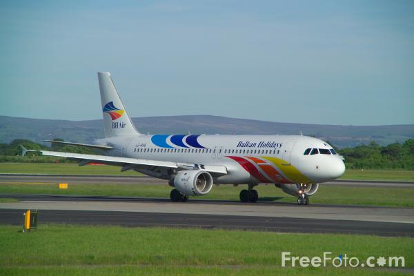 Picture of Balkan Holidays Air Airbus A320-211 LZ-BHE - Free Pictures - FreeFoto.com