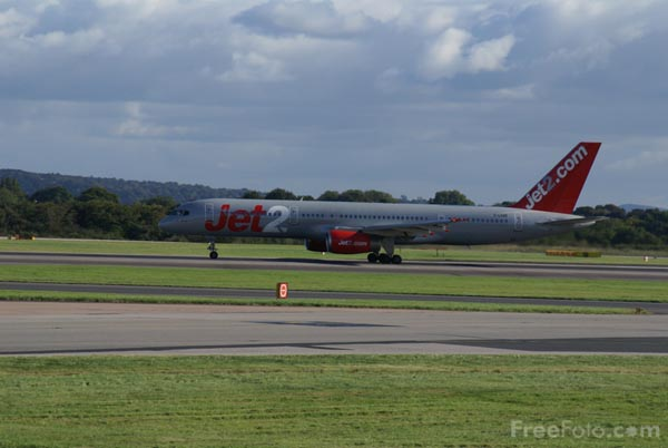 Picture of Jet2 Boeing 757 G-LSAE - Free Pictures - FreeFoto.com