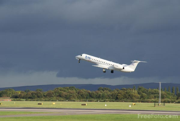 Picture of Flybe Embraer EMB-145EP G-ERJD - Free Pictures - FreeFoto.com