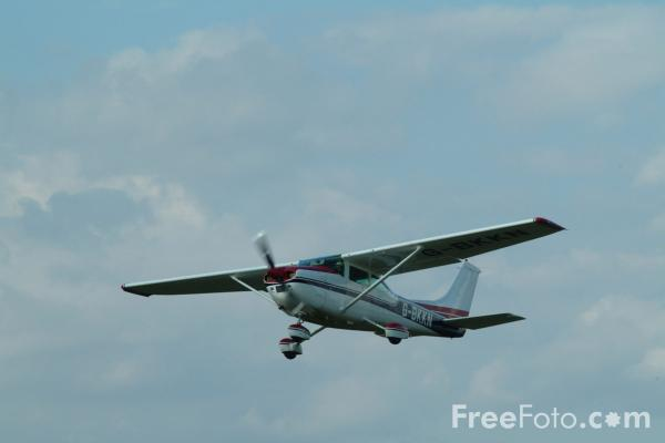 Picture of Cessna 182 Skylane G-BKKN - Free Pictures - FreeFoto.com
