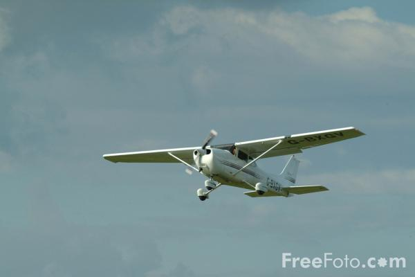 Picture of Cessna 172R Skyhawk G-BXGV - Free Pictures - FreeFoto.com