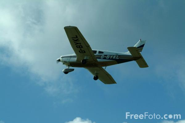 Picture of Piper PA-28 Cherokee G-BYKL - Free Pictures - FreeFoto.com