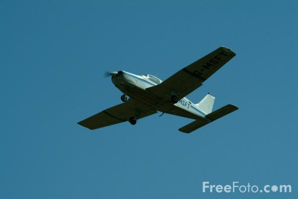 Picture of Piper PA-28 Cherokee G-MSFT - Free Pictures - FreeFoto.com