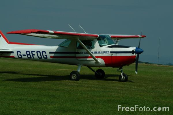 Picture of Cessna 150M G-BFOG - Free Pictures - FreeFoto.com