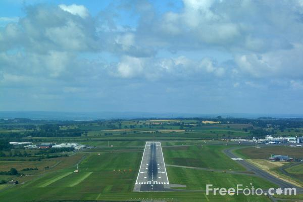 Picture of Runway 25 approach at Newcastle Airport - Free Pictures - FreeFoto.com