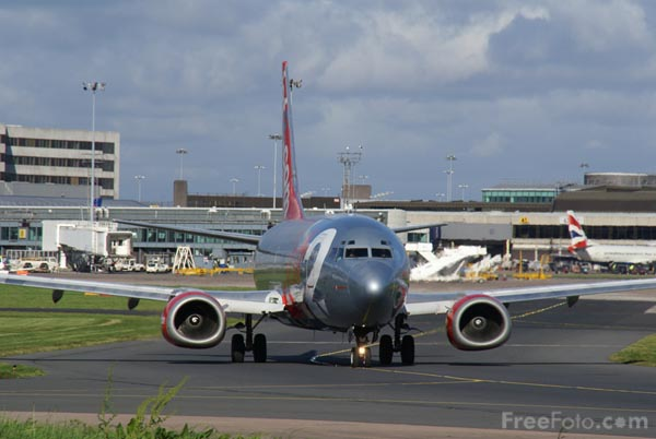 Picture of Manchester International Airport: - Free Pictures - FreeFoto.com