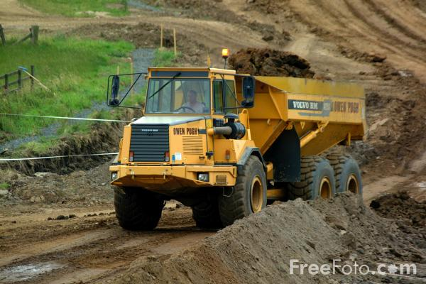 Volvo Dumper Truck pictures, free use image, 21-09-8 by FreeFoto.com