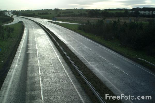 Picture of Dual Carriageway - Free Pictures - FreeFoto.com