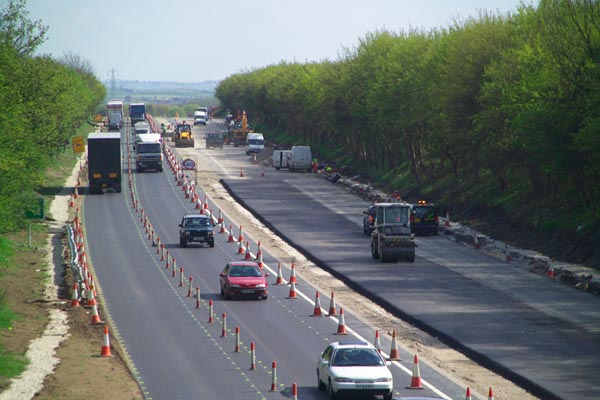 Picture of Laying new tarmac road surface - Free Pictures - FreeFoto.com