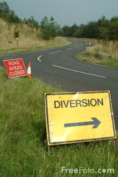 Picture of Road Closed and Diversion Signs - Free Pictures - FreeFoto.com