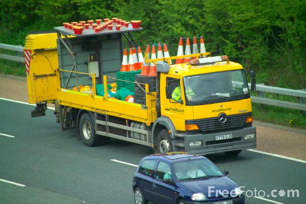Picture of Motorway Maintenance Lorry - Free Pictures - FreeFoto.com